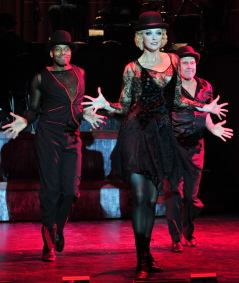 Ivory McKay, Angie Schworer, Rod Roberts and the cast of Chicago